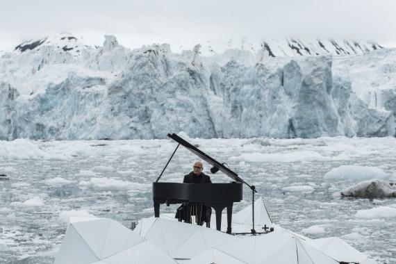 Per salvare l'Artico Einaudi suona tra gli iceberg